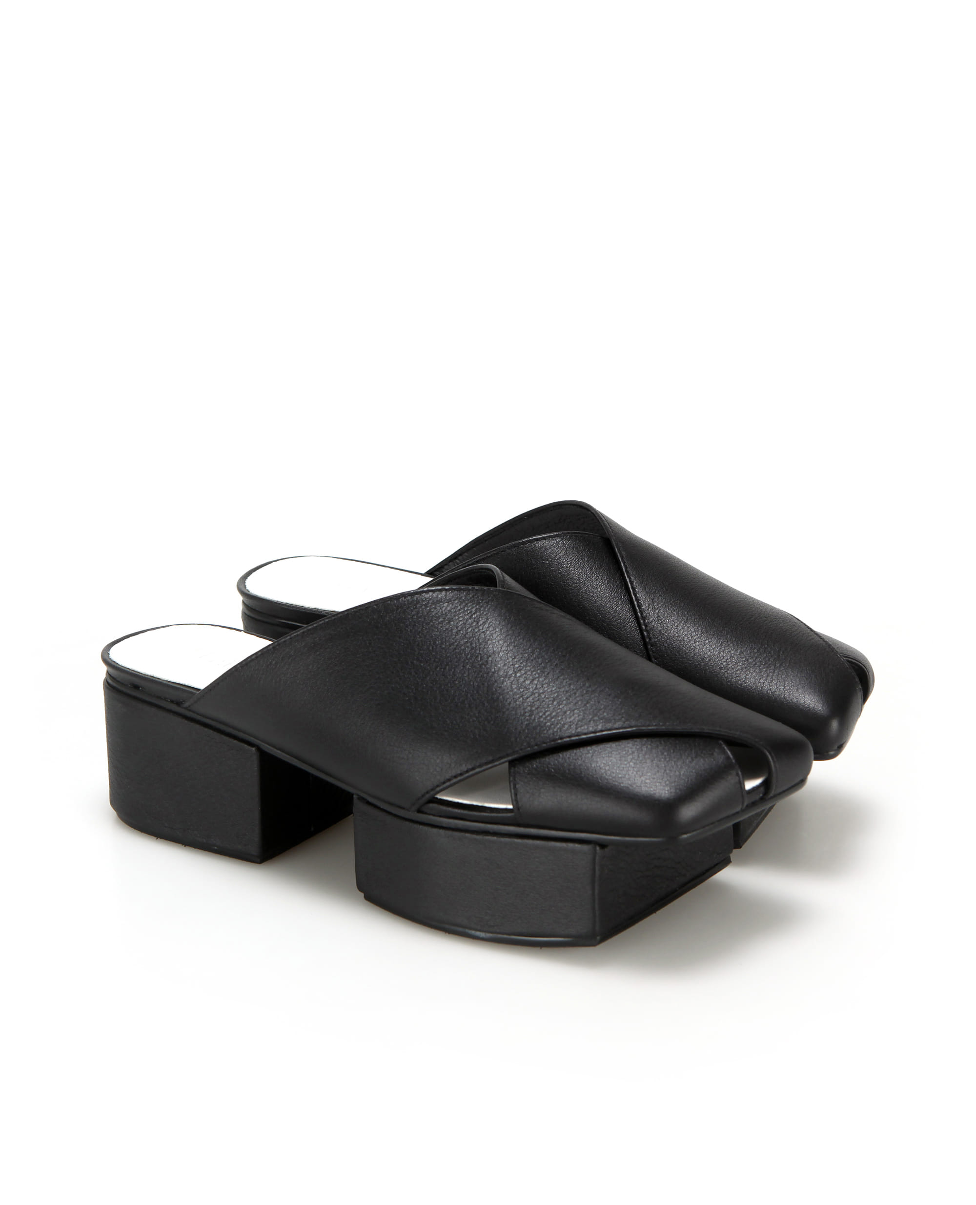 Squared toe crisscross with separated platforms | Black